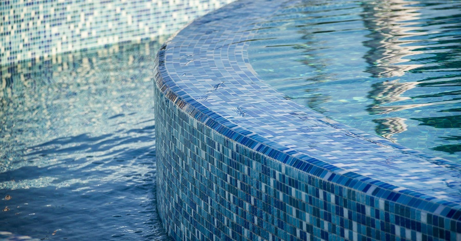 8 Beautiful Examples of Glass Tile Mosaics for Pools
